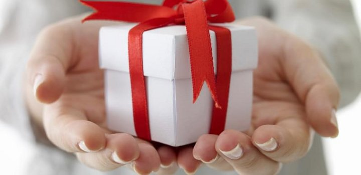 kako_zapakirati_poklon